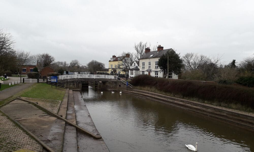 Erewash Canal and pub at Trent Lock