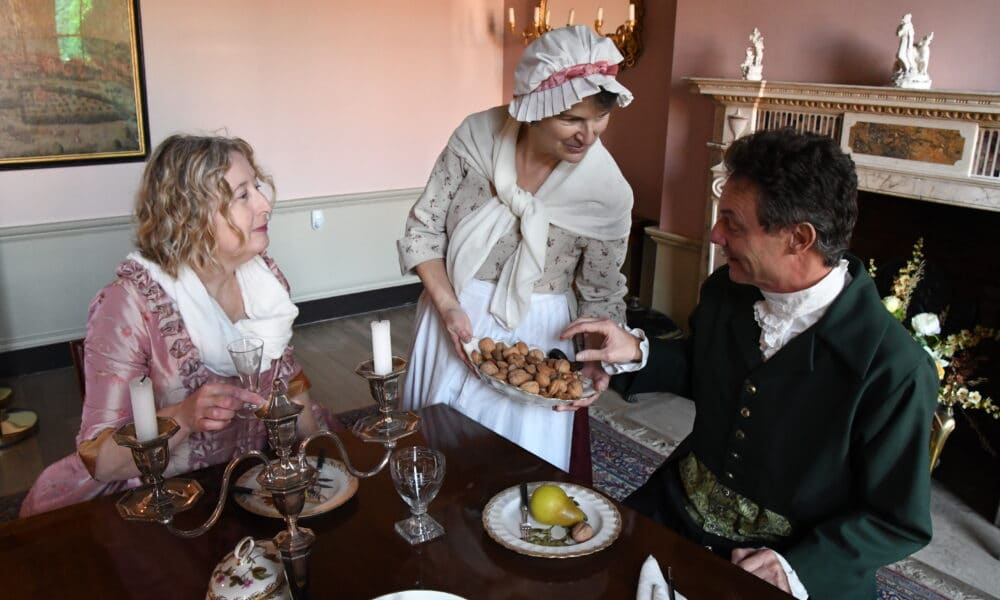 Pickford's House serving food